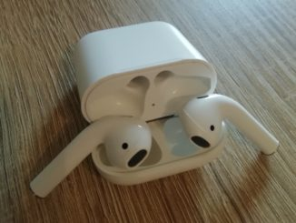 Apple AirPods offen
